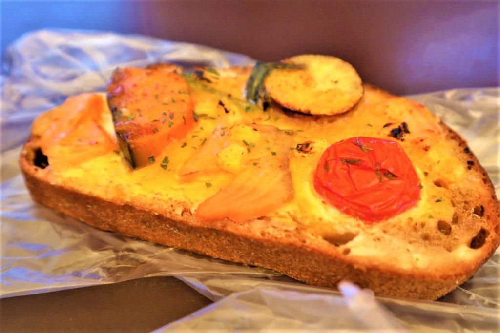 熊本植木のパン屋さんブルーリーフ(BLUE LEAF)がオシャレで可愛い【外でも食べられる】