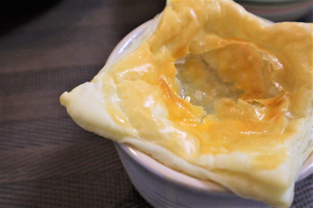 パリとろッ!あつあつオニオンスープのパイ包み【ホットクックで簡単料理(男めし)】